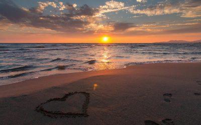 Comment planifier une escapade romantique surprise en Corse du Sud ?